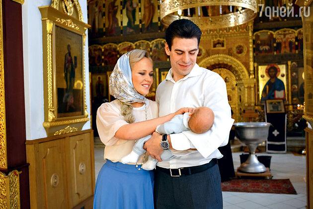 Дмитрий Дюжев и его супруга Татьяна с младшим сыном Дмитрием