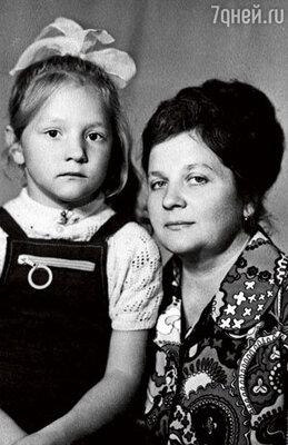 С мамой Ниной Павловной, Тане 6 лет