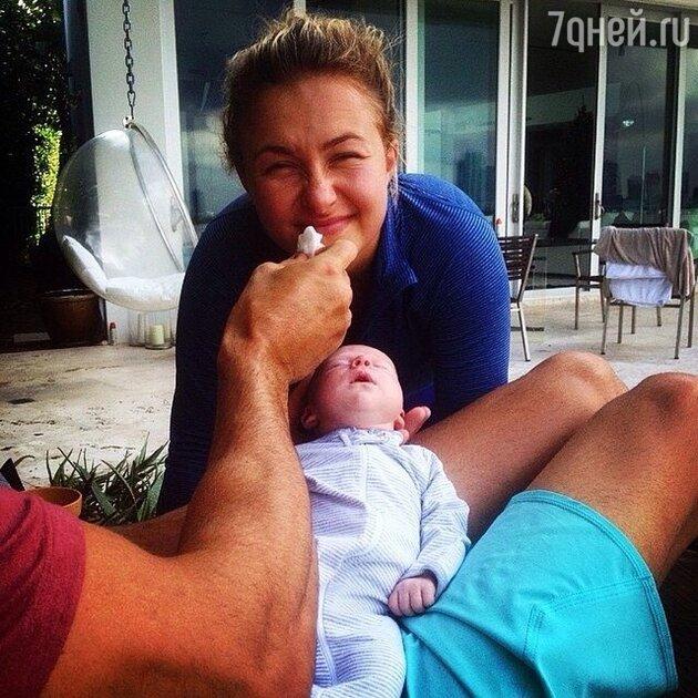 Владимир Кличко с возлюбленной и дочерью