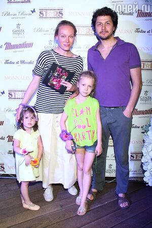 Ольга Ломоносова с семьей