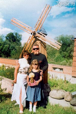 Михаил Евдокимов и Надежда Жаркова с дочерью Анастасией