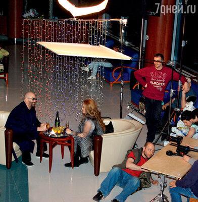 Съемочная площадка клипа располагалась в аэропорту Домодедово
