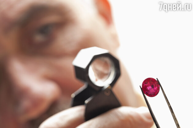 У настоящего рубина имеется немало секретов, позволяющих отличить самоцвет от подделки