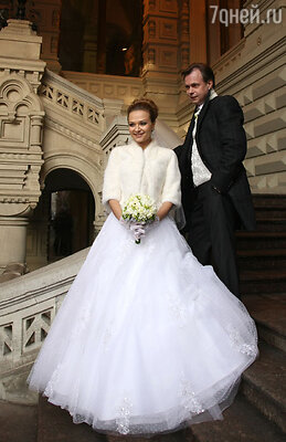 «Маруся появилась, когда я с ужасом думал: «Парень, тебе 42 года, а у тебя опять ни семьи, ни дома, ни кола ни двора», - признавался Лёвкин перед свадьбой