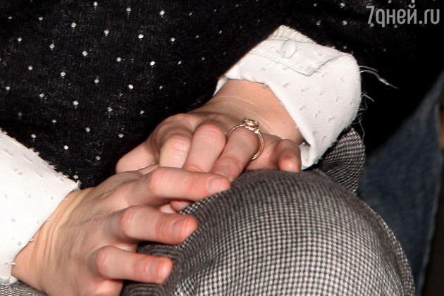 На днях Мистер продемонстрировала публике роскошное кольцо, подаренное ей Броди