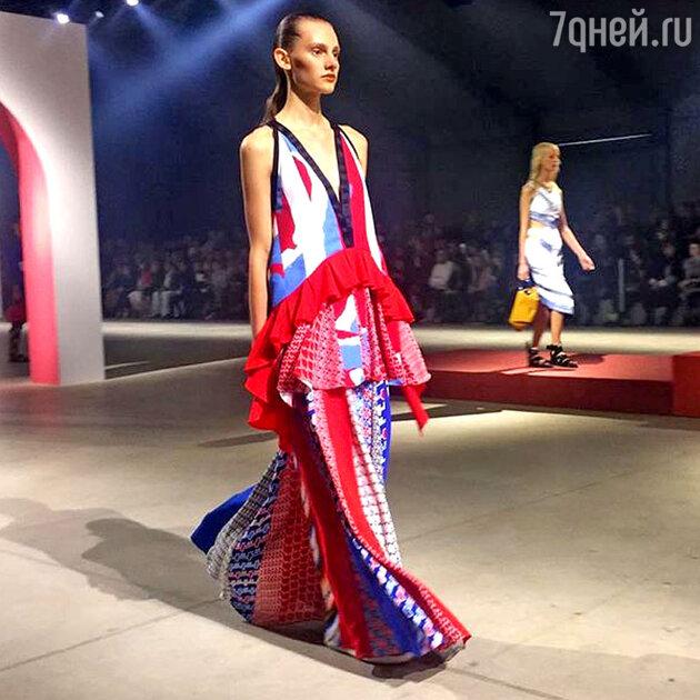Это платье на показе Kenzo больше всего понравилось Алле Вербер