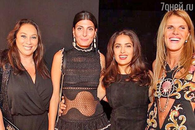 Алла Вербер, Джованна Батталья (фэшн-редактор Vogue Japan), Сальма Хайек, Анна Делло Руссо на показе Alexander McQueen
