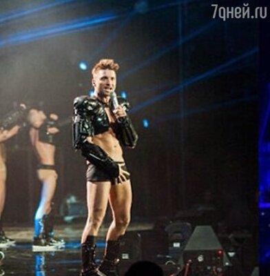 Этот концертный наряд Сергея Лазарева вызвал массу споров