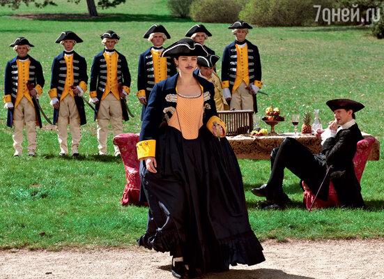 Надеясь влюбить в себя Петра III, Екатерина переоделась в гренадера