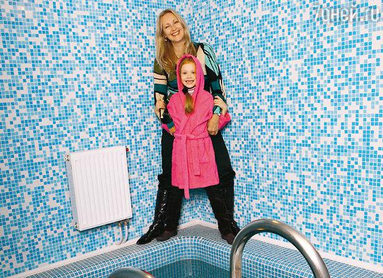 Оксана и Малинка у купели в бане