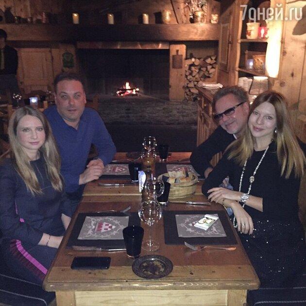 Наталья Подольская и Владимир Пресняков с друзьями