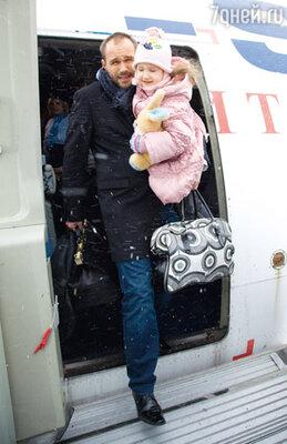 Пятилетняя Саша Кузнецова (дочь актрисы Алены Кузнецовой) снялась с Авериным в одной из начальных сцен фильма