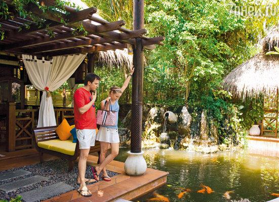 «После свадьбы мы с Ваней решили при первой же возможности уехать подальше от всех — на Мальдивы. Чтобы побыть вдвоем, забыть обо всем на свете и просто-напросто побездельничать»