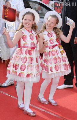 Толмачевы поют и выступают с малых лет, а в 2006 году они завоевали первое место на детском «Евровидении»