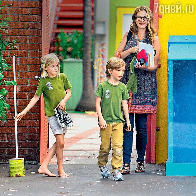 Джулия Робертс с детьми Хэзел и Финнеусом