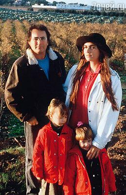 Аль Бано и Ромина Пауэр с дочерьми Кристель и Роминой. 1989 г.