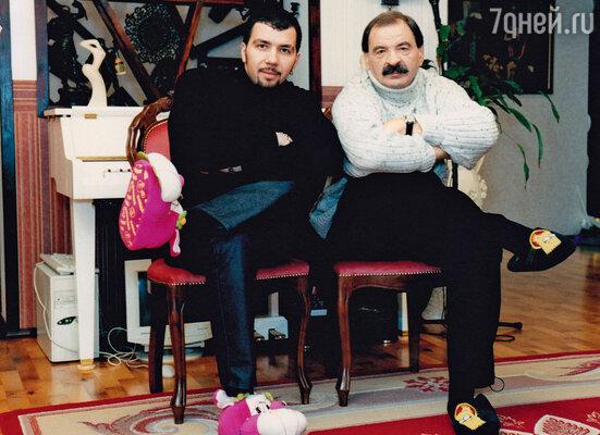 Денис с отцом Ильей Олейниковым. 2004 г.