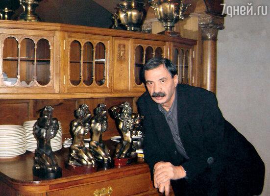 За программу «Городок» ИльяОлейников получил четырепремии «ТЭФИ». 2007 г.