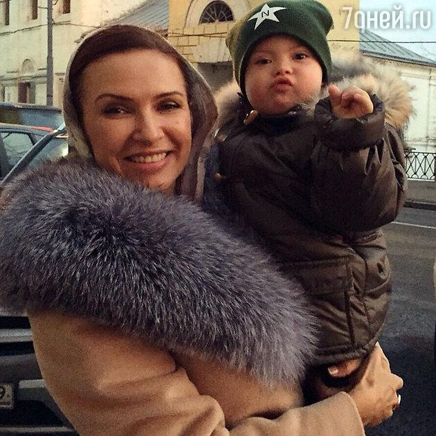 Эвелина Блёданс c сыном Семёном