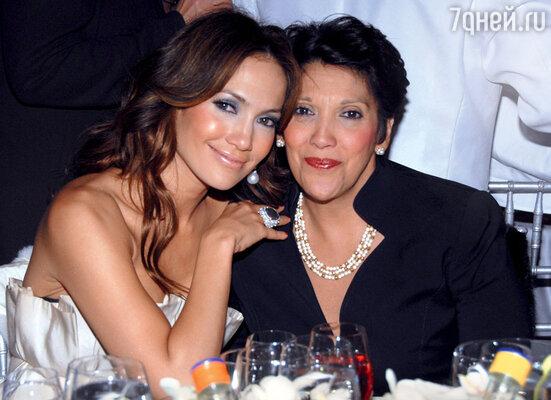 Свою маму Гвадалупе Дженнифер Лопес называет самой могущественной женщиной на свете