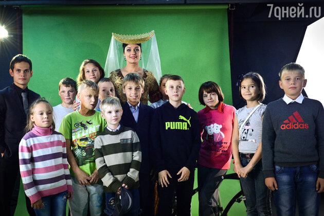 Оксана Федорова провела детскую экскурсию по «Мосфильму»