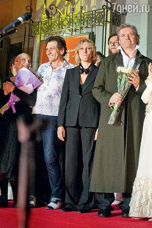 Евгений Князев, Юлия Рутберг иВладимир Симонов назакрытии сезона 2016 года в Вахтанговском театре