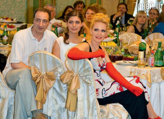 Маша Козакова с мамой и отцом Кириллом Козаковым