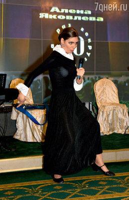 Маша Козакова поразила всех, перевоплотившись в Елену Ваенгу