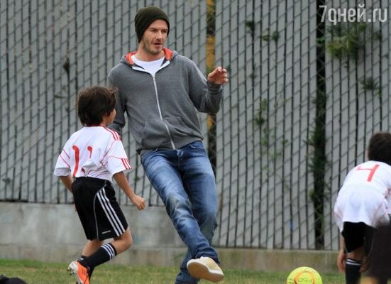 Маленький семейный футбольный клуб: Дэвид с сыновьями