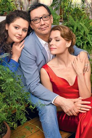 Любовь Толкалина с Егором Кончаловским и дочерью Машей