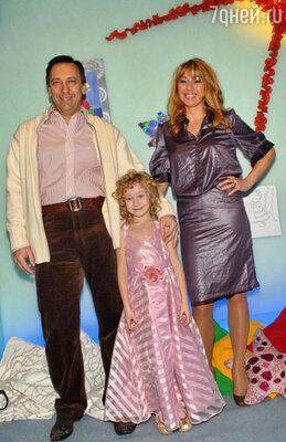 Алена Апина и Александр Иратов с дочерью Ксюшей 2007 год