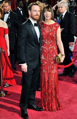 На вручение «Оскара» Майкл явился под руку со своей матерью Адель, попав в компанию «упертых маменькиных сынков». Лос-Анджелес, 2014 г.