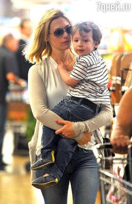 Роман с актрисой Дженьюари Джонс, родившей сына (отцовство молва приписывала Майклу), длился всего пару месяцев