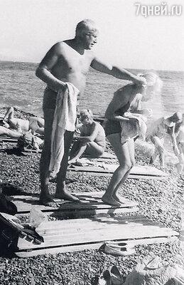 С мужем Игорем Владимировым. Ялта, 1965 г.