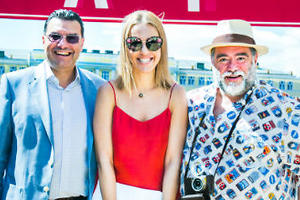 Ксения Собчак, Светлана Хоркина и другие звезды прокатились на ретро-автомобилях