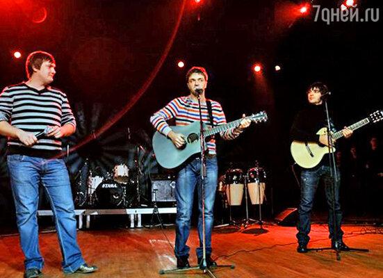 Музыкальное трио «Comedy Club»: Андрей Аверин, Зураб Матуа, Дмитрий «Люсек» Сорокин