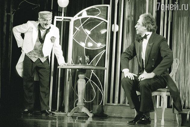 Армен Джигарханян и Александр Лазарев в спектакле «Жертва века»