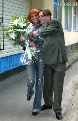 Анастасия Стоцкая с братом Павлом Майковым, 2003 год