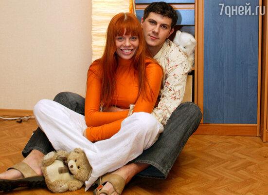 В 2003 году Анастасия Стоцкая тайно обвенчалась с актером Алексеем Секириным. Но в 2008 году ушла от него