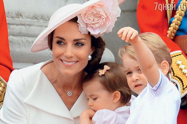 Кейт Миддлтон с дочкой Шарлоттой и сыном Джорджем. Июнь 2016 г.