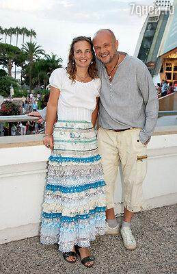 Андрей Смоляков с супругой — модельером Дарьей Разумихиной