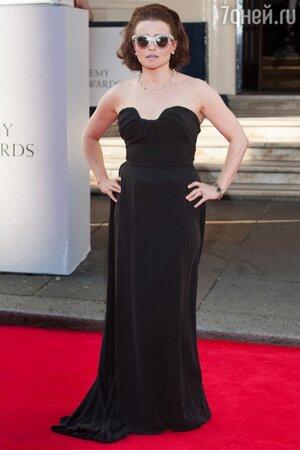 Хелена Бонэм Картер в платье от Vivienne Westwood и очках от Dolce&Gabbana