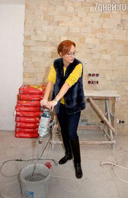 Чтобы быстрее переехать в новую квартиру, Виктория готова сама помогать строителям