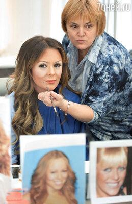 С помощью макияжа ицветных линз ЮлияНачалова перевоплотилась в Мэрайю Кэри