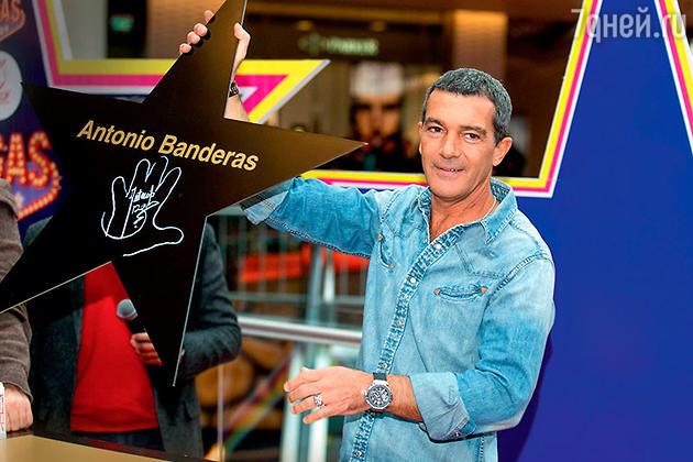Антонио Бандерас на закладке звезды актера в Москве на Аллее славы. 2013 г.