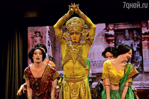 Марат Башаров в роли «Золотого бога»