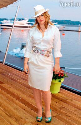Ева Польна на белом балу в одном из ресторанов Москвы. 2011 г.