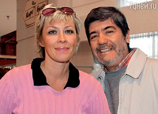 Света, нынешняя жена Аларкона, работала на его картине ассистентом режиссера