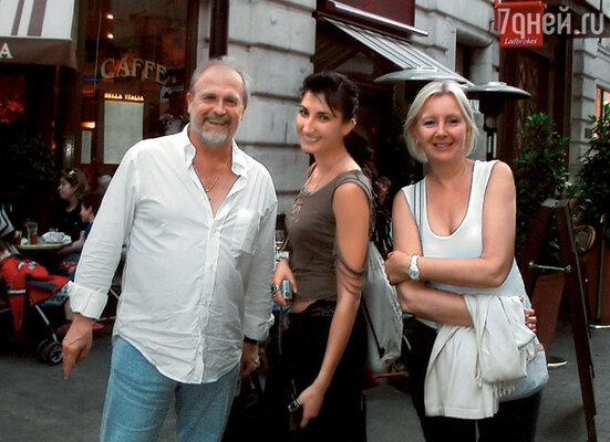 Володина дочь Полина эмигрировала с матерью, актрисой Дилором Камбаровой, в США. Мы встречались в Лондоне, чтобы обсудить ее предстоявшее бракосочетание