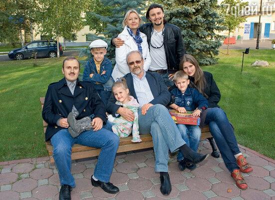 Мы с Володей, наши сыновья Илья и Денис, жена Ильи Аня и их дети Иван, Фекла и Серафим
